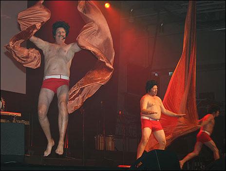 Galenskaparna och After Shave när arenan invigdes. Foto: Maria Lindstedt