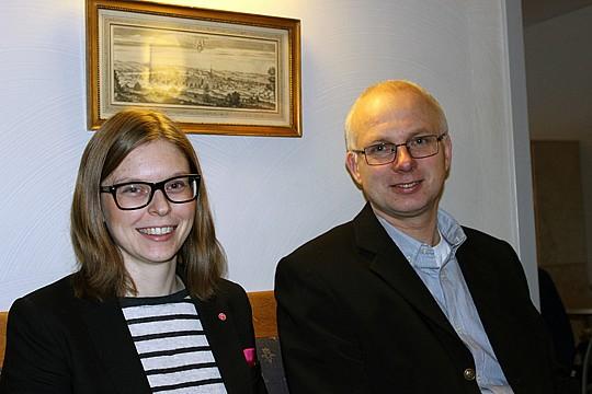Linda Svahn ordf. i Barn- och utbildningsnämnden och Henrik Arenvang förvaltningschef. Foto: Hans Andersson.