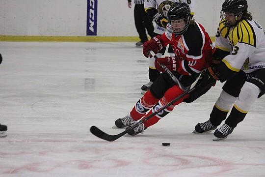 Två veckor efter förlusten mot Brynäs återvänder Örebro Hockeys J18 till Lindehov. FOTO: Hannes Feldin