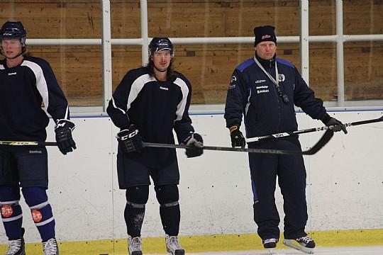 Daniel Eriksson har under de senaste dagarna drillat sitt lag på träningsplanen. FOTO: Hannes Feldin