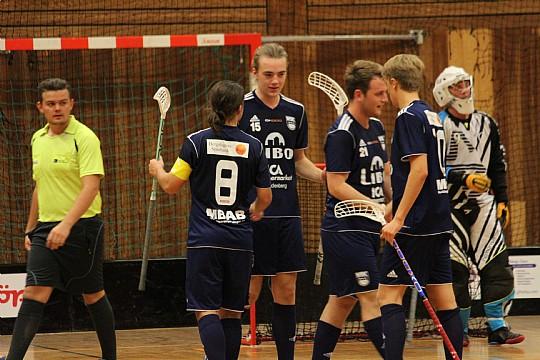 Med fyra snabba mål i mittperioden avgjorde WSK Lindesberg mötet med Wadköping. FOTO: Hannes Feldin