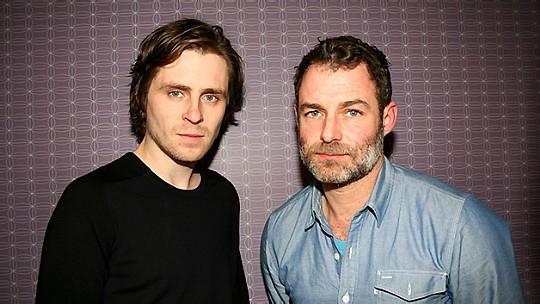 Sverrir Gudnason, bästa manliga huvudroll, tillsammans med Jens Östberg, Flugparkens skapare. Pressfoto: SF Bio Tove Dockson.