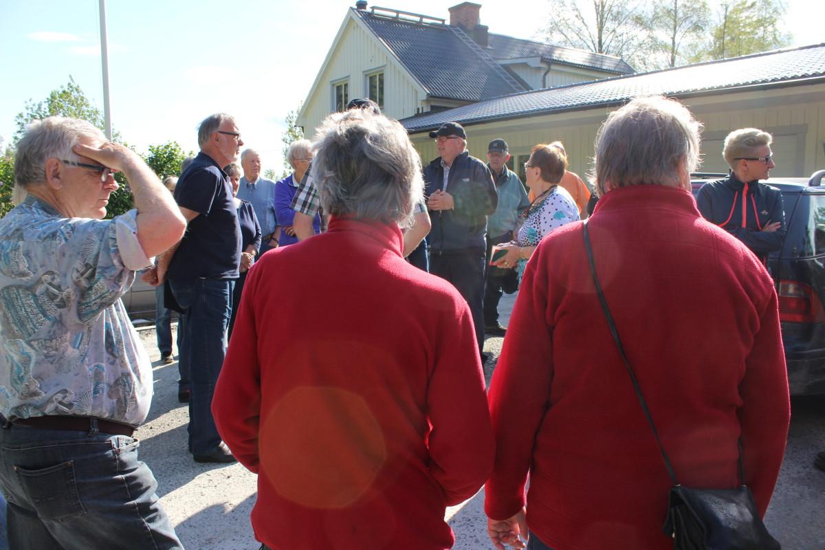 Innan avfärd, många intresserade. Foto: Ida Lindkvist