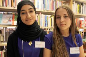 Mariam Alnakshabandy och Antonia Domluvi är IT-guider. Foto: Hans Andersson