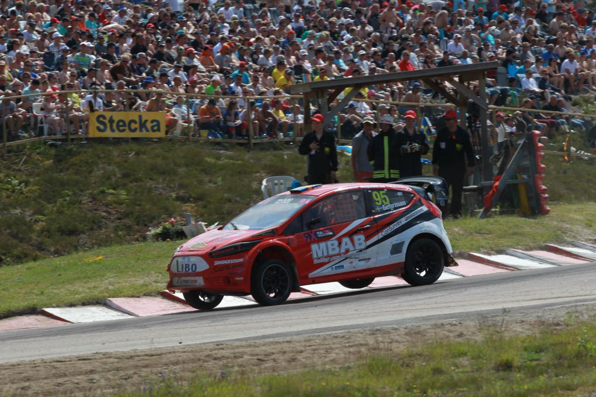 Inför 40 000 åskådare intog Philip Gehrman Höljes rallycrossbana i helgen. FOTO: Johnny Loix