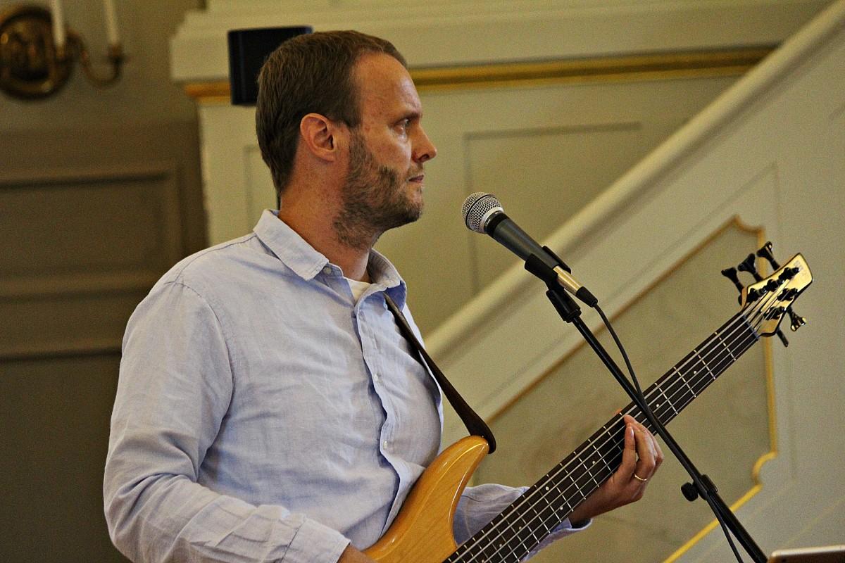 Rickard Larsson var också med och bjöd på sång och musik. Foto: Ida Lindkvist
