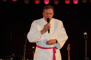 Per Sundelius i judomundering. Är man rektor för idrottseleverna - så är man. Foto: Hans Andersson