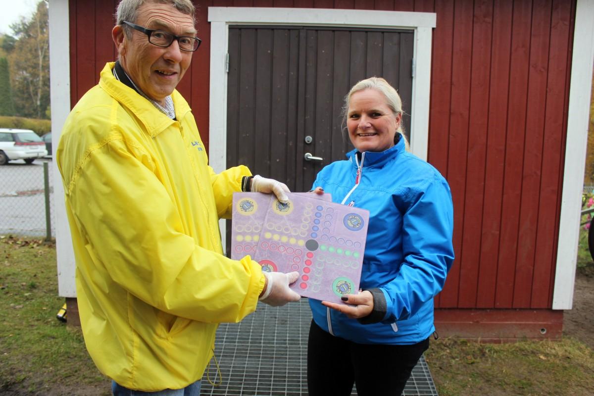 Förskolan får ta emot Fia-spel med LIONS egen logga. Foto: Ida Lindkvist