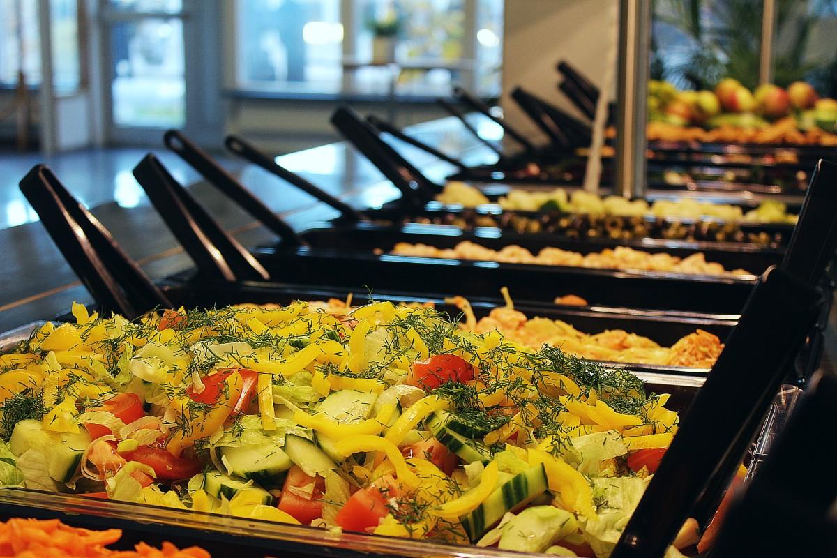 Den fräscha salladen ligger redo. Foto: Ida Lindkvist