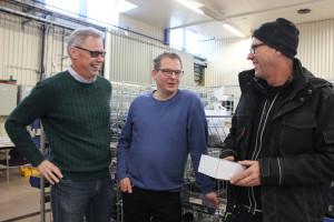 Stefan Olsson i samspråk med Storå Rörs koordinator Björn Andersson och kunden Göran Fredriksson. Foto: Hans Andersson