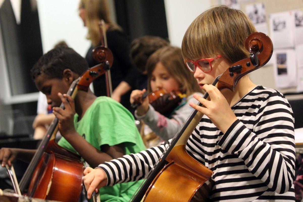 Musikaliskt gäng skapade orkester. Foto: Ida Lindkvist
