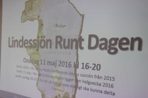 Det kommer att hända igen ! Hundratals besökare går Lindessjön runt. Datum - 11 maj. Foto: Hans Andersson