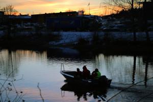 Sökning via båt och likhund sätts in på nytt. Foto: Fredrik Norman