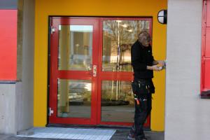 Fortfarande finns det saker att skruva på, på den nya brandstationen. Foto: Hans Andersson