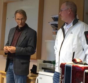 Per Zetterlund, ordförande i solelsföreningen och Roger Sixtensson, vd för Libo/Falab invigningstalade tillsammans i våras. Frågan om är Libo/Falab hänger med i en ny utbyggnad? Foto: Hans Andersson