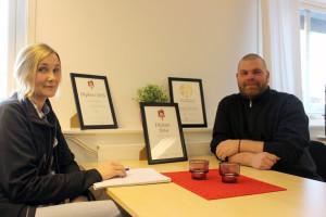 Ann-Sofie Gunnarsson och Henrik Carlzon kan visa diplom på att Jardlers Åkeri både står för sunda transporter och en god ekonomi. Foto: Hans Andersson
