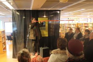 En snöpinne går att använda till mycket. Foto: Ida Lindkvist