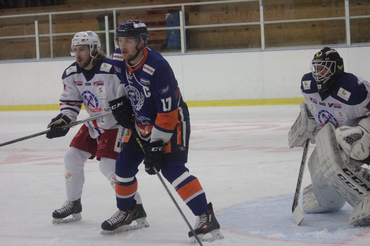 Patrik Näslund gjorde det viktiga 3-2-målet när Lindlöven besegrade Surahammar. FOTO: Hannes Feldin