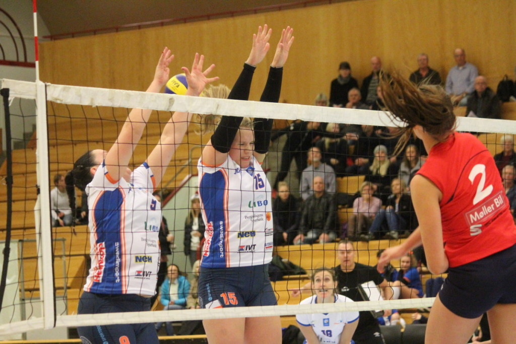 Den laddade derbykampen i Idrottshuset blev en kortvarig historia. ARKIVFOTO: Hannes Feldin