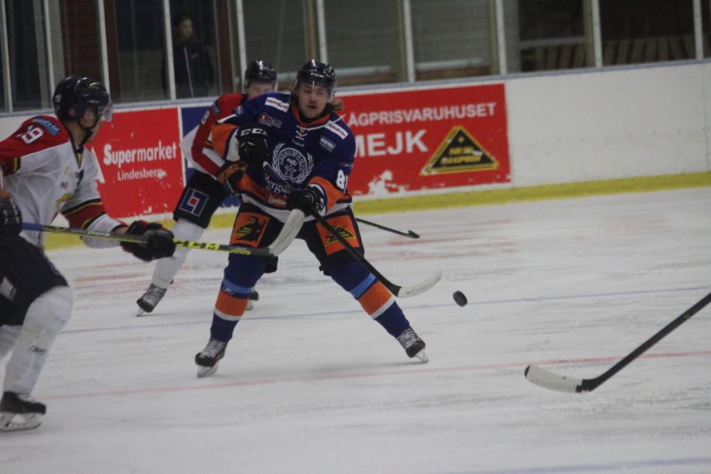 Albin Gunnarsson slog till med sitt andra mål för säsongen i derbyt mot Köping. ARKIVFOTO: Hannes Feldin