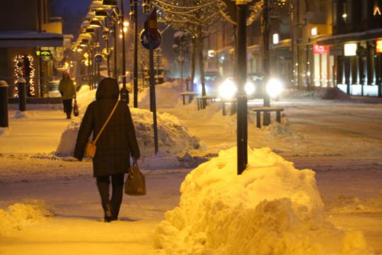 Nu planerar man köra bort snön från centrala Lindesberg. Foto: Fredrik Norman