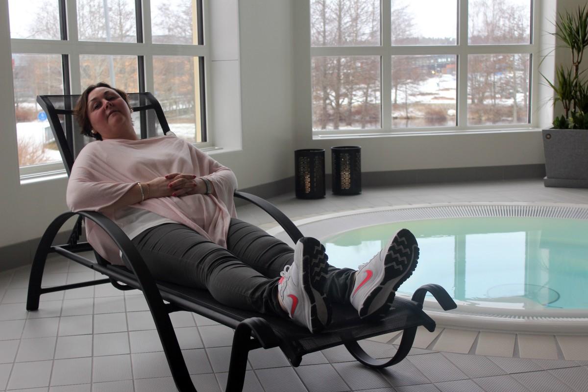 Åsa Jönsson-Carlsson njuter i relaxavdelningen som nu är klar. Foto: Ida Lindkvist