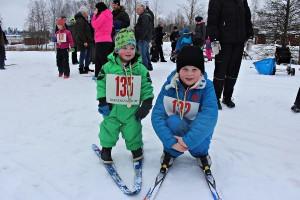 Olle, 3 år, och Max Nordmark-Thybeck, 8 år.