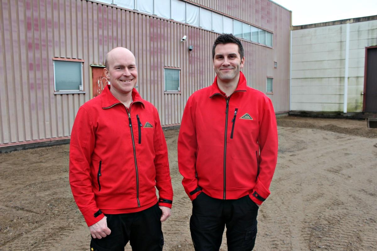 Glada och förväntansfulla grabbar. Där de står kommer det inom några månader vara utbyggd butikslokal. Foto: Ida Lindkvist