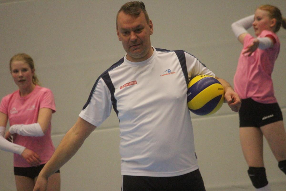 Att förnya kontraktet med Lindesberg Volley var ett enkelt val för Teemu Sarna. FOTO: Hannes Feldin