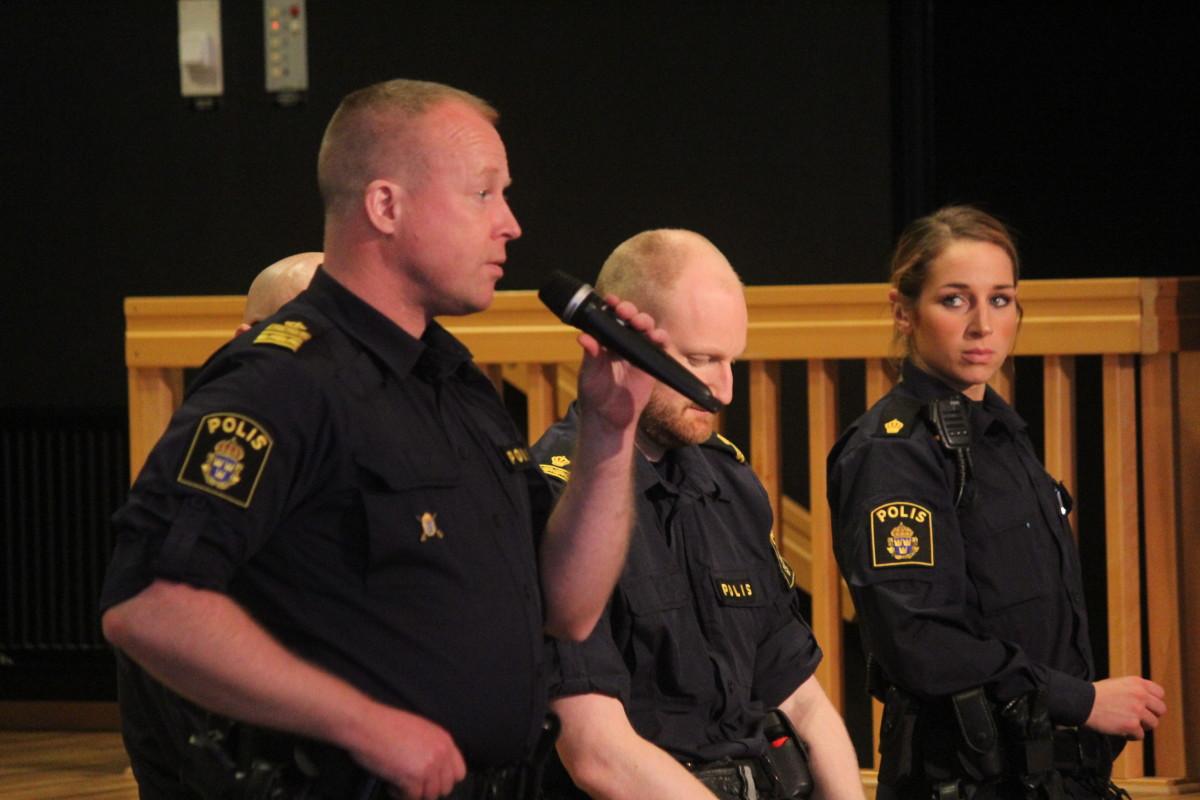 Polischef Robert Haslinger vad med och svarade på medborgarnas frågor. Foto: Ida Lindkvist