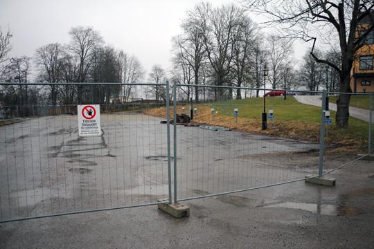 Parkeringsplatsen på Bodgatan skall användas för bygge av HVB-hem för ensamkommande. Foto: Fredrik Norman