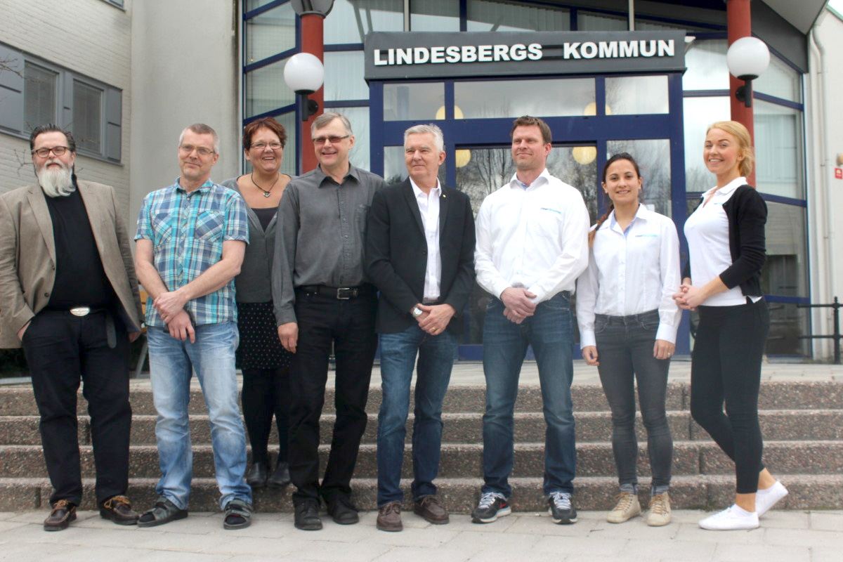 Christer Kallin, Anders Widegren, Irja Gustavsson (S), Jonas Kleber (C), Fibergruppens Daniel Ajax, Veronica Bäckström och Jennie Lindholm. Foto: Ida Lindkvist