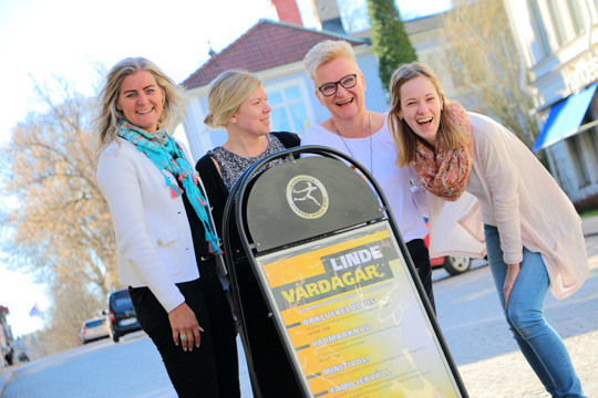Karin Gustafsson, Johanna Sethson, Helena Fernström och Frida Törnvall i Linde Citys marknadsgrupp. Foto: Fredrik Norman