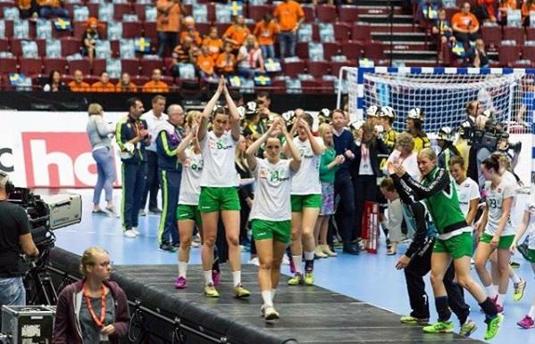Besvikelsen var stor i det grönvita lägret efter att man på nytt fallit i finalen mot Sävehof. FOTO: Skuru IK