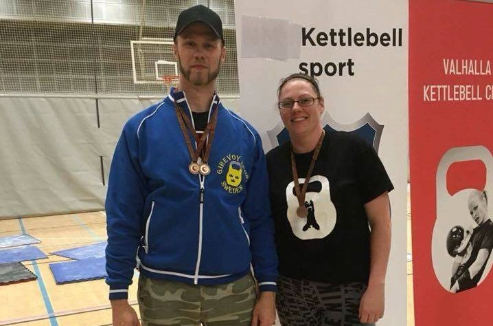 Kristofer Larsson och Anna Fagrell vänder hem från Oslo med totalt tre brons. FOTO: LAGF Kettlebell Sport