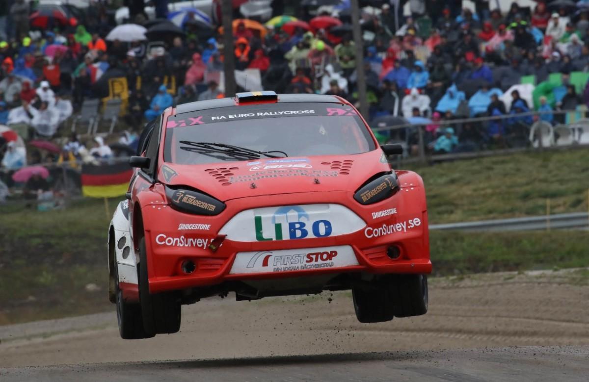 Inför ögonen på 44 000 åskådare körde Philip Gehrman rallycross-EM i Höljes. FOTO: Johnny Loix