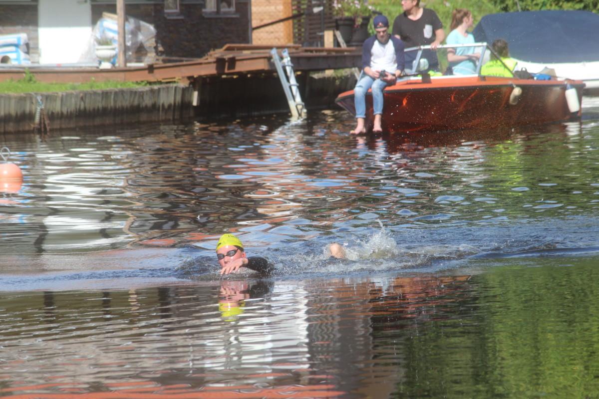 17-åriga Sixten Almén var först i mål av samtliga simmare i det 32:a Lindesimmet. FOTO: Hannes Feldin