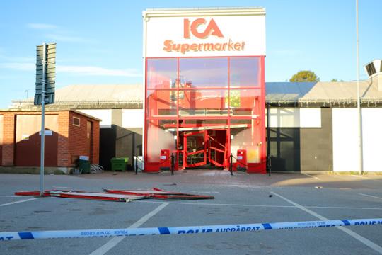 Butiken avspärrad i väntan på teknisk undersökning. Foto: Fredrik Norman