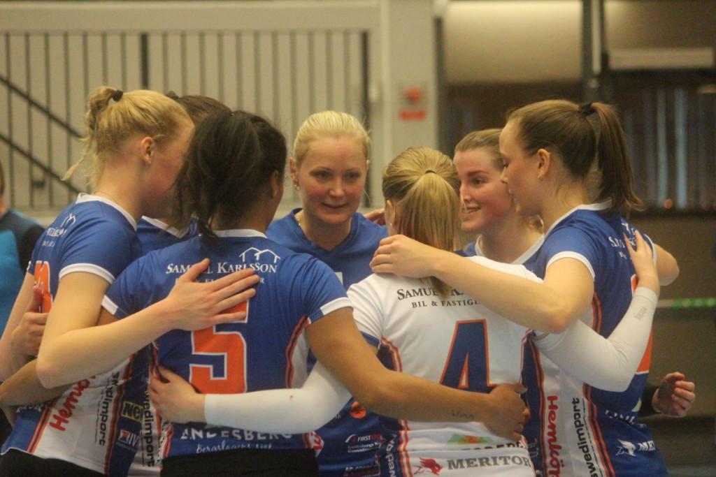 Lindesberg Volley hade all anledning att jubla och är nu tvåa i Elitserien. ARKIVFOTO: Hannes Feldin