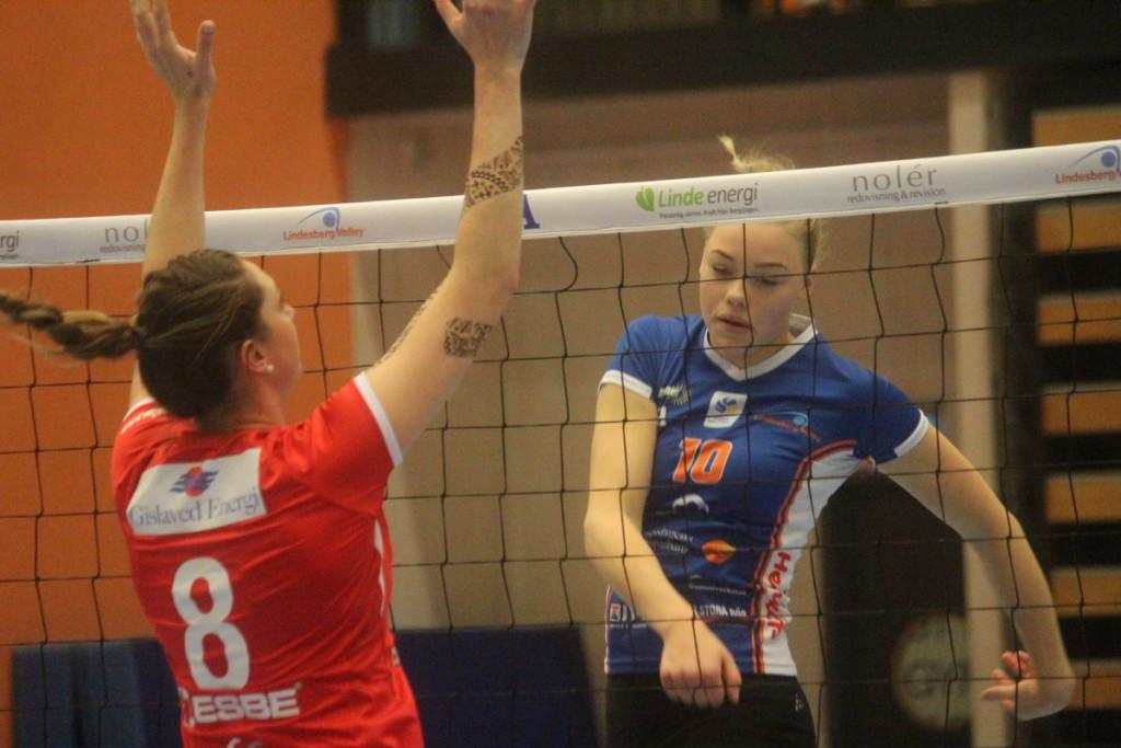 Onsdagens derby blev ingen rolig historia för Elsa Arrestad och hennes Linde. ARKIVFOTO: Hannes Feldin