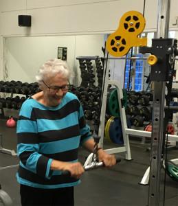 """Med mottot """"Träning är viktigt oavsett ålder"""" välkomnar man gammal som ung. Foto: Lindegym"""