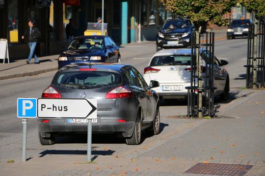 Kundparkeringar i centrum är en bristvara. Foto: Fredrik Norman