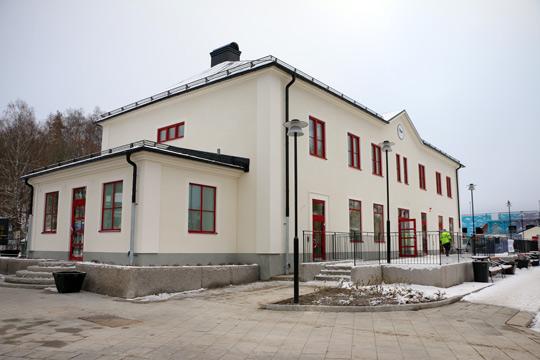 Om bara ett par veckor skall samtliga verksamheter vara igång i det nya stationshuset. Foto: Fredrik Norman