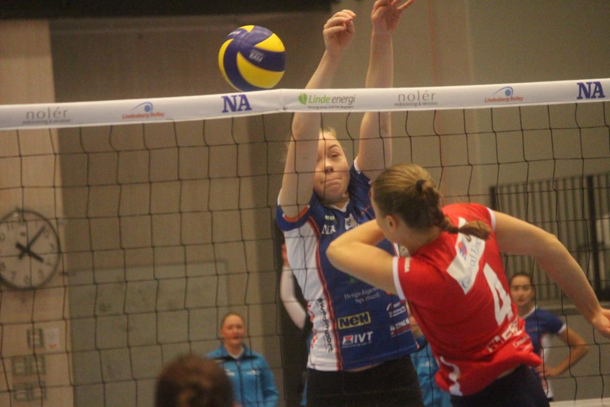 Ett mycket skadeskjutet Lindesberg Volley gick miste om viktiga poäng mot Svedala. ARKIVFOTO: Hannes Feldin