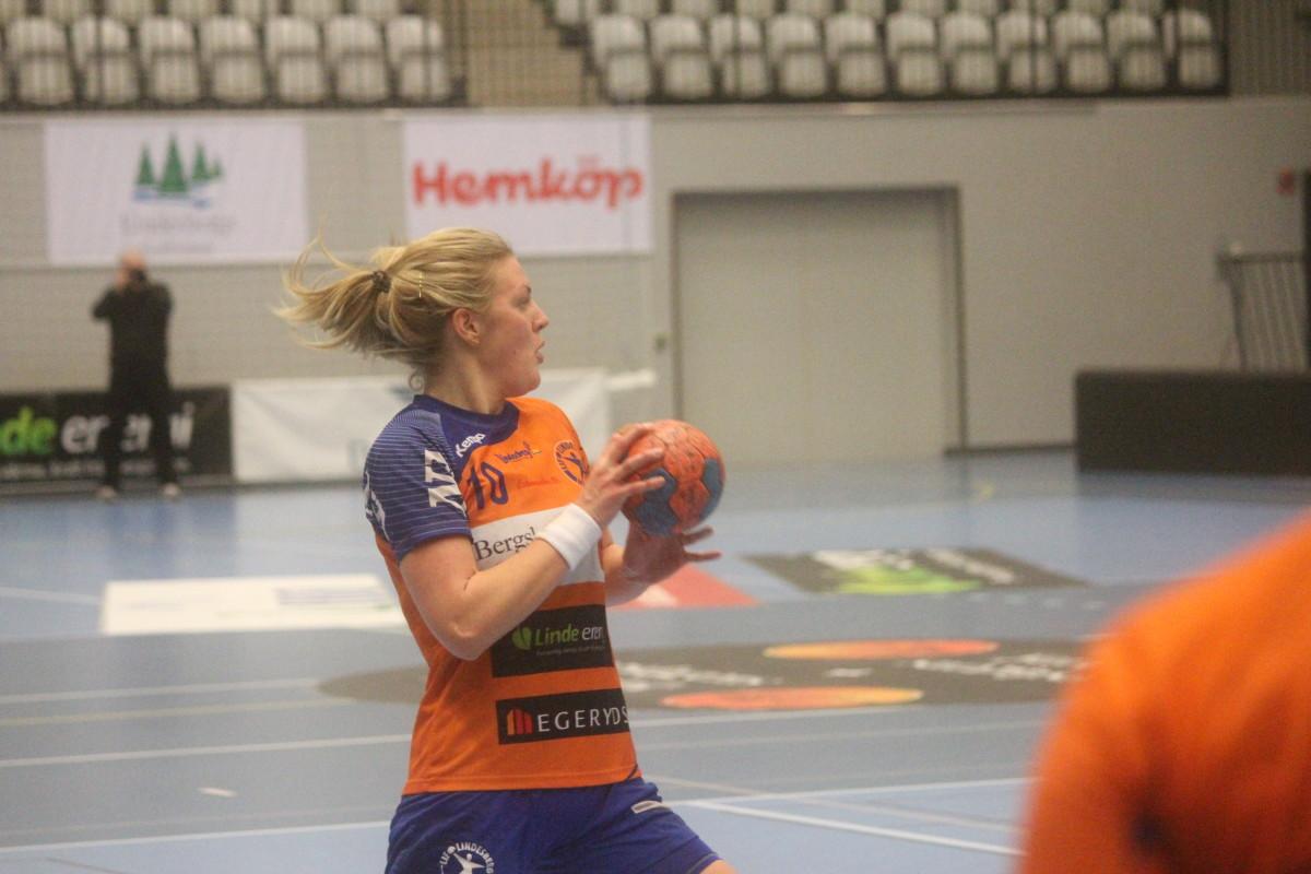 LIF-damernas kapten Emma Hultgren tar tempen på seriens första halva med LindeNytt. ARKIVFOTO: Hannes Feldin