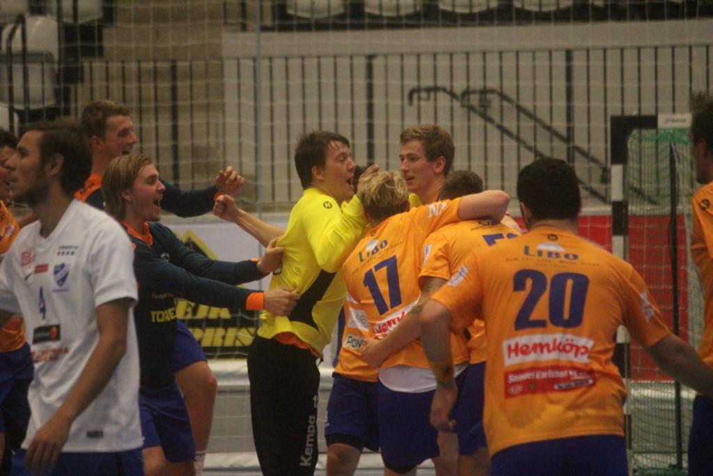 Efterlängtat segerjubel för LIF, som redan på fredag spelar match på nytt. ARKIVFOTO: Hannes Feldin