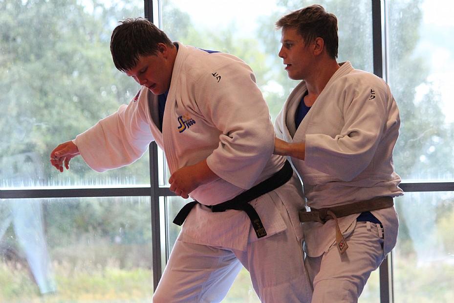 Sebastian Fagerhill, till vänster, här tillsammans med brodern Jonathan på träningsmattan. ARKIVFOTO: Hannes Feldin