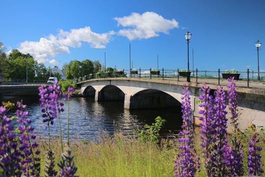 Gamla Sundsbron är vacker nog att få en kopia bredvid sig, tycker en privatperson som föreslår att kommunen bygger om infarten/överfarten i södra stadsdelen. Arkivfoto: Fredrik Norman