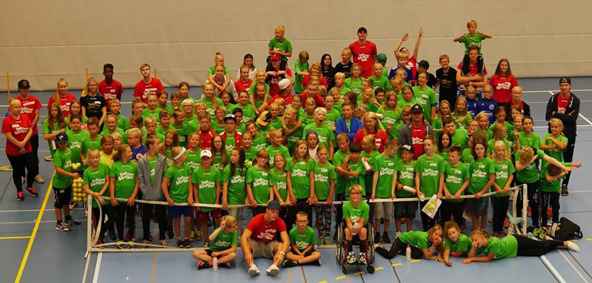 Förra årets glada deltagare av Linde Sports Camp. Foto: Jonas Andersson