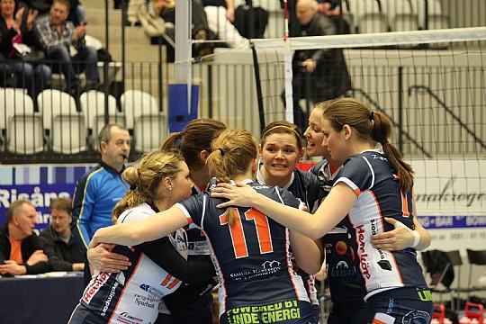Sara Malmlöv, i mitten, spelade senast med moderklubben Linde säsongen 2013-14. ARKIVFOTO: Hannes Feldin